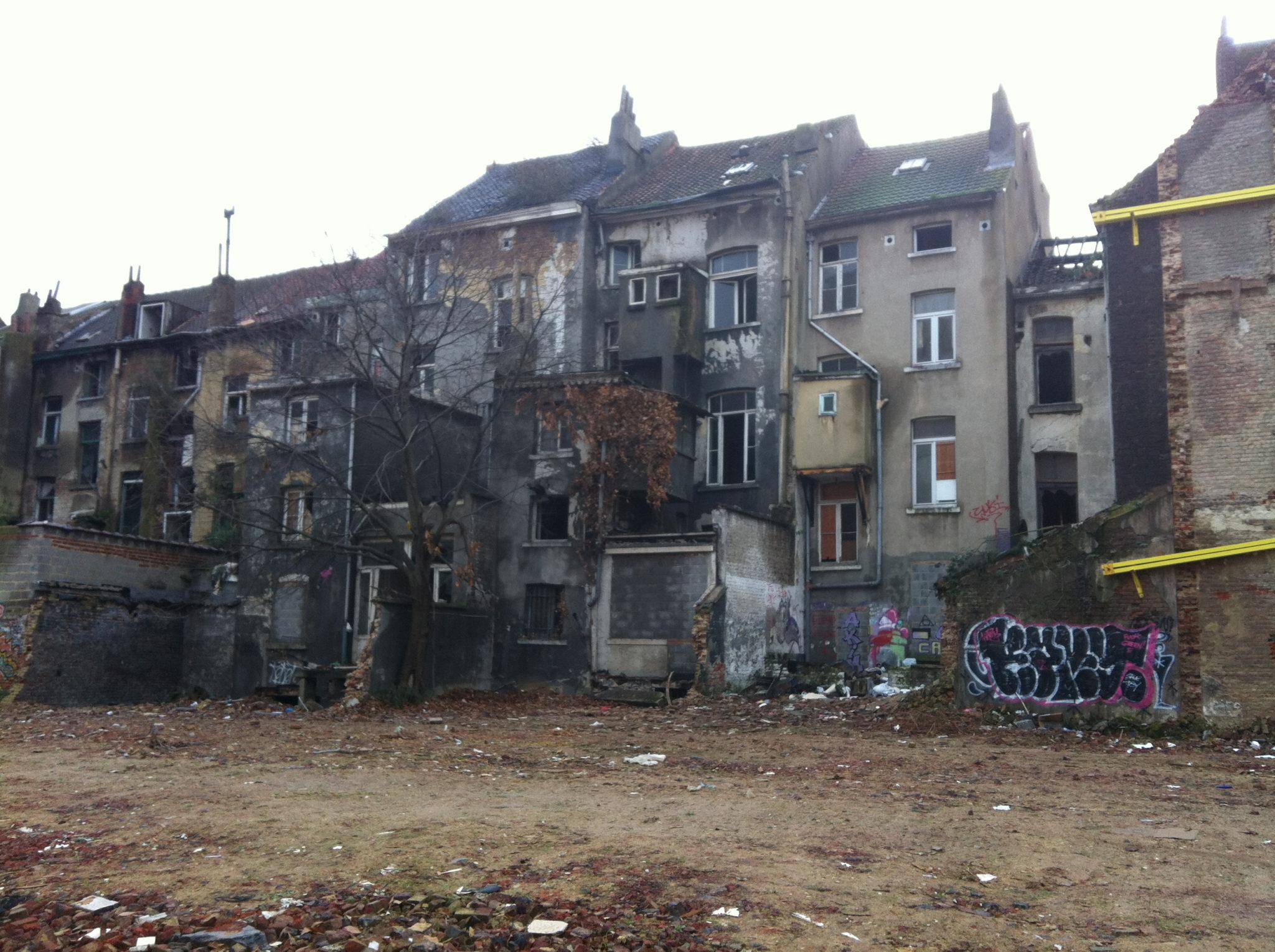 Des maisons expropriées pour les laisser pourrir