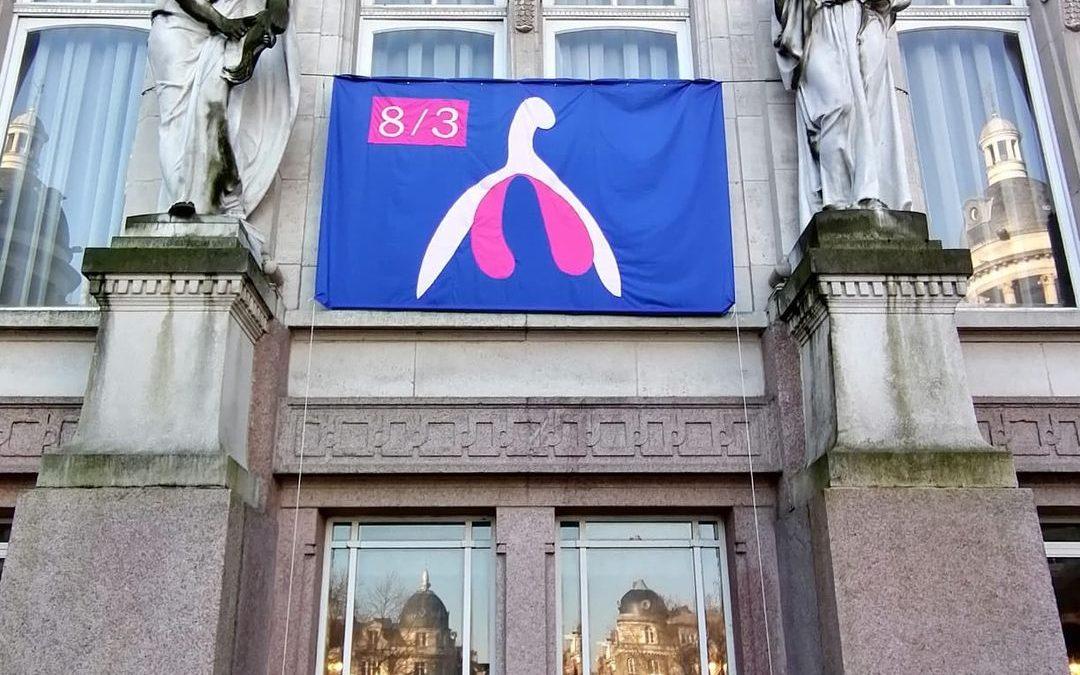 8 mars : le clito s'affiche sur l'hôtel de ville