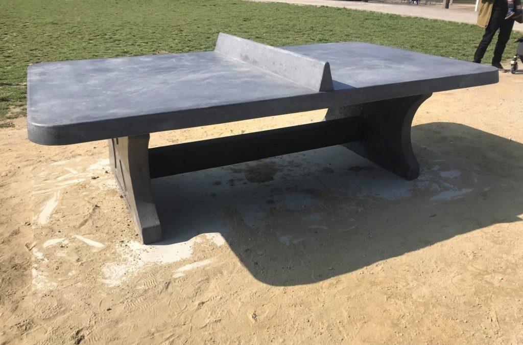 Deux tables de ping-pong place Morichar